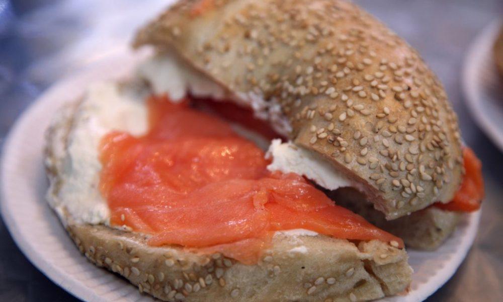 bagel toasté au saumon